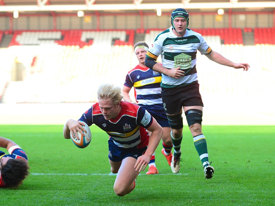 Dan Thomas crosses the line for his first try of two. Image property of Bristol Rugby Club and courtesy of  JMPUK.