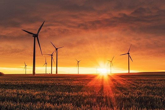 800px-Wind_turbines_at_sunrise_edit.jpg