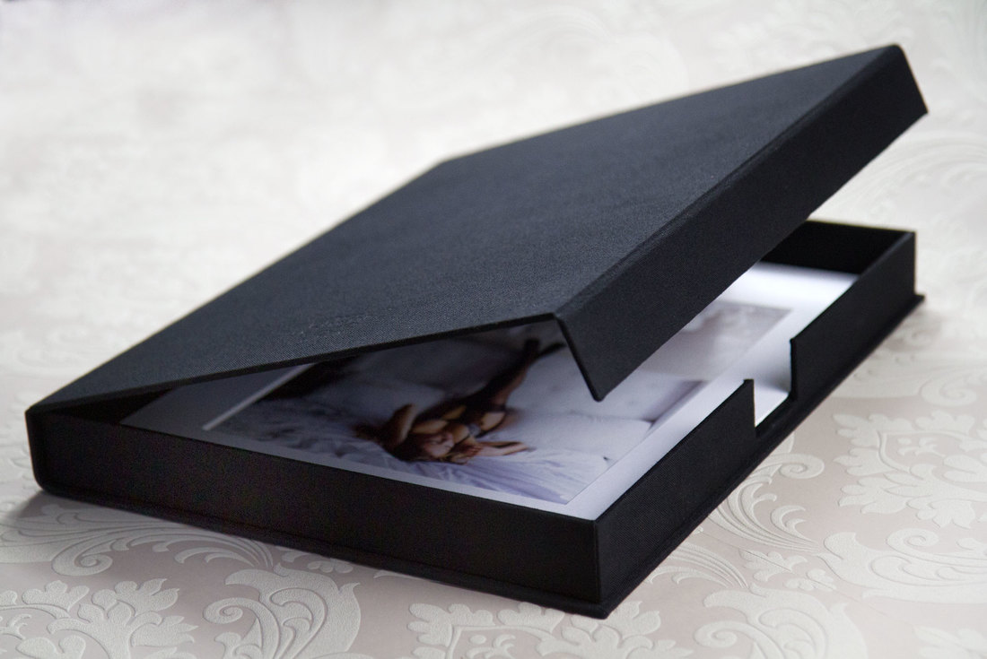 Portfolio Boxes - Made with an elegant Black linen, these boxes are simple, yet luxurious. The floor of the box is a soft, suede/velvetThe flap is kept closed with a hidden magnet