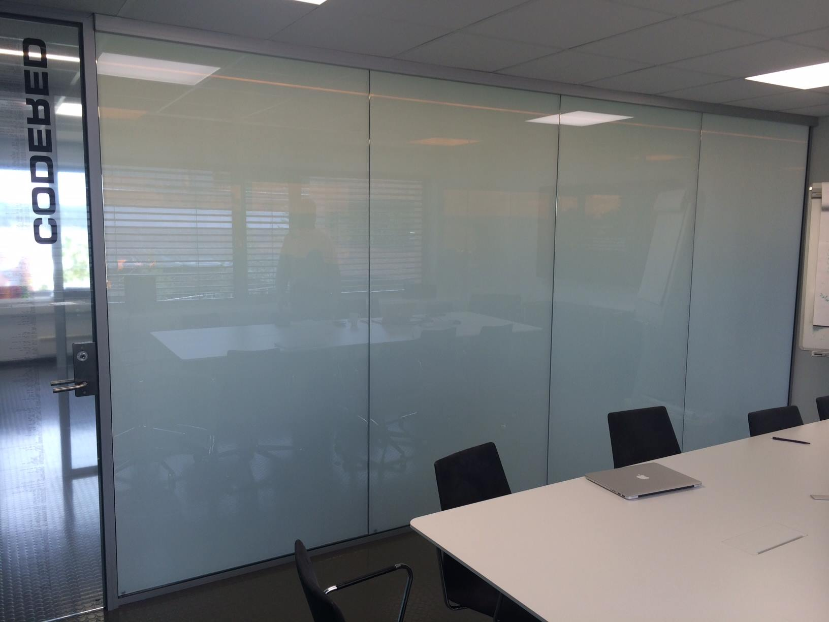ELECTRIC PRIVACY I-GLASS TOUGHENED OFFICE PRIVATE.jpg