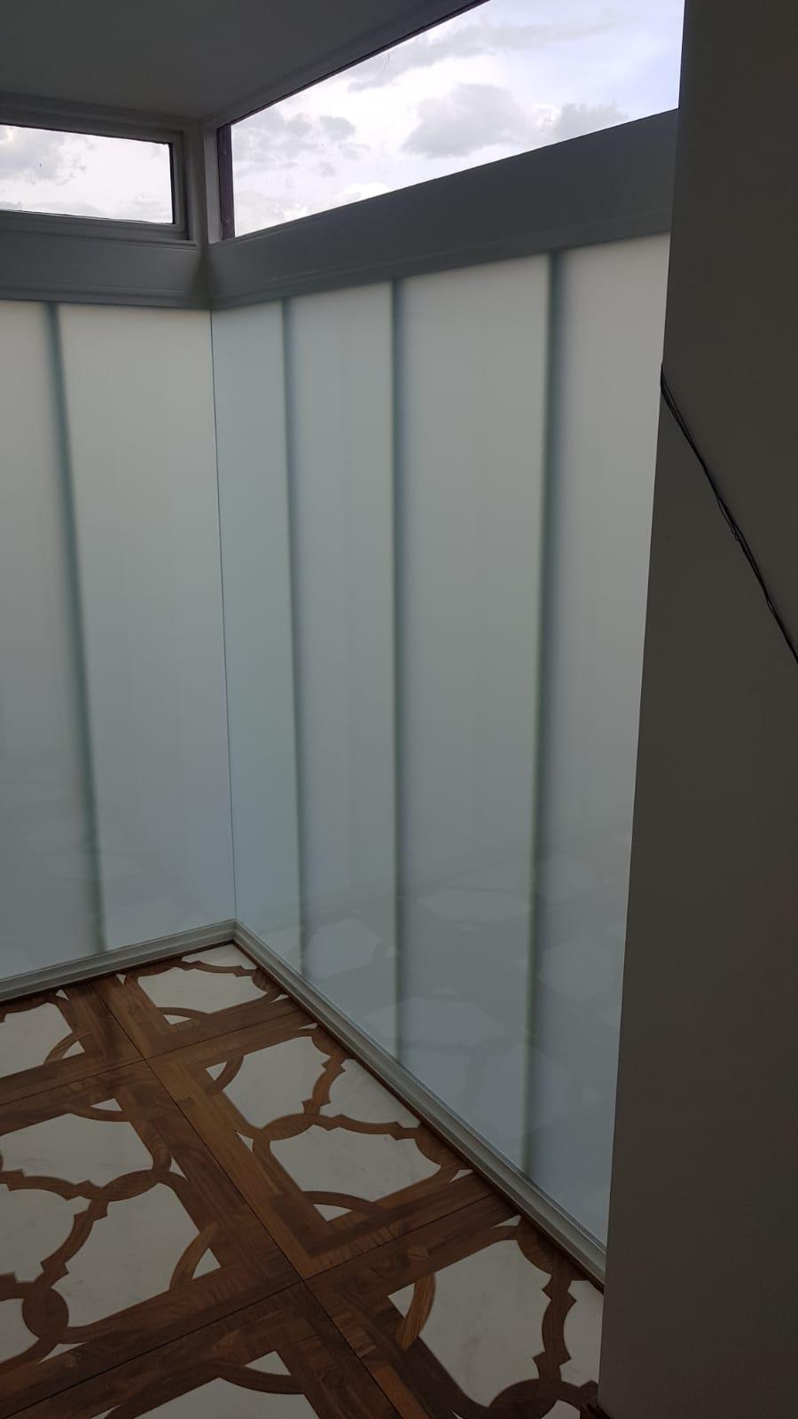 LONDON SMART GLASS1.JPG