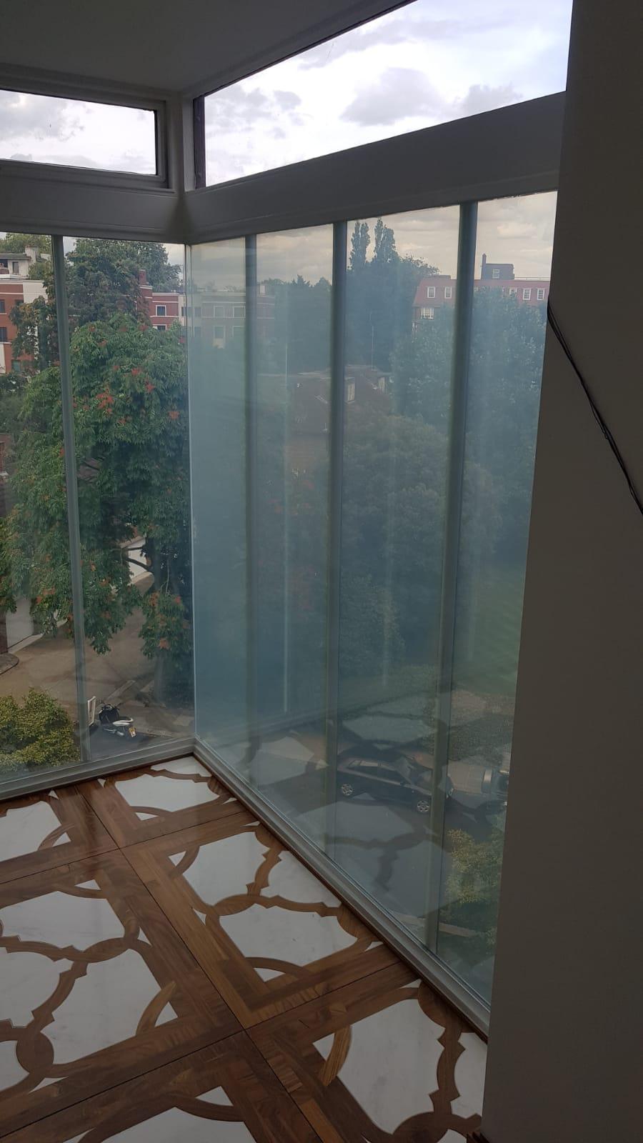 LONDON SMART GLASS2.JPG