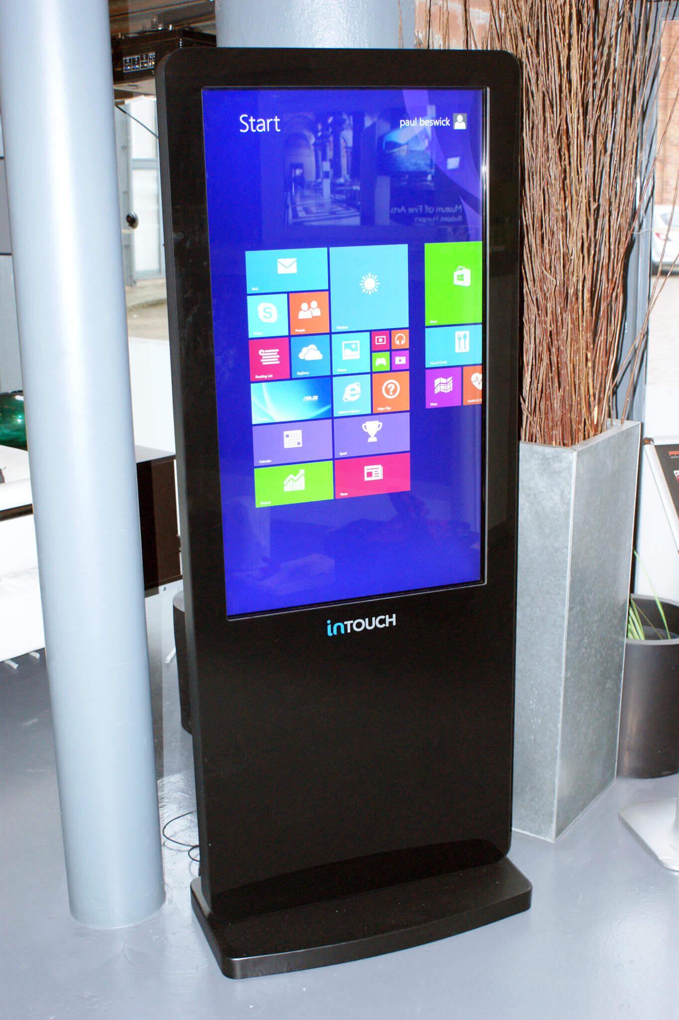 lcd-touch-kiosk-hotel-receptions.jpg