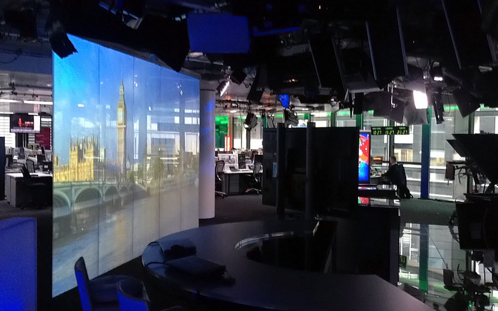 rear-projection-switchable-screens-tv-broadcast.jpg