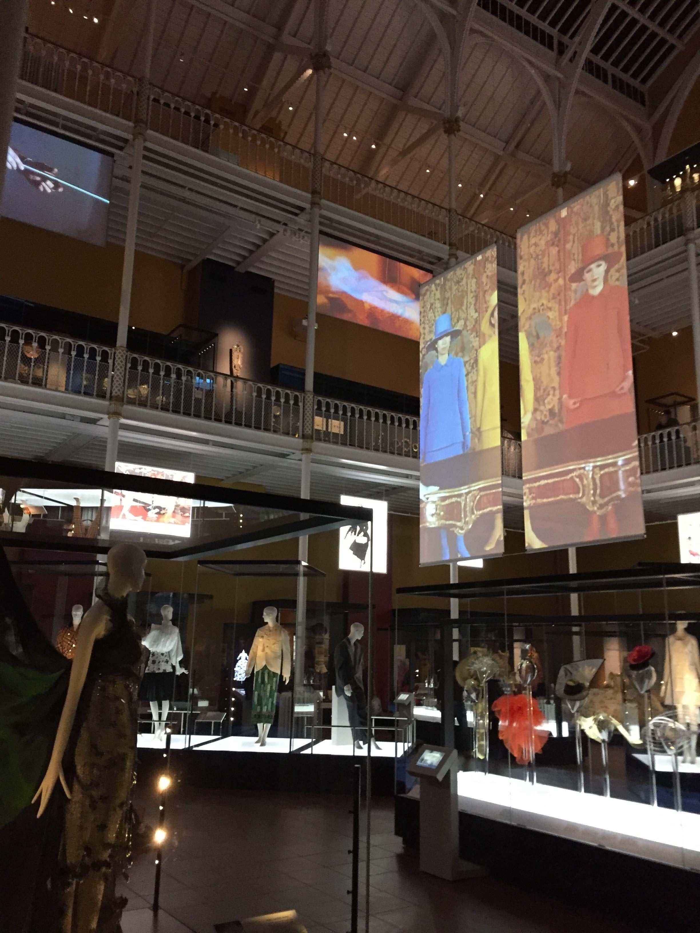 Dual-Sided-Display-museum.jpg
