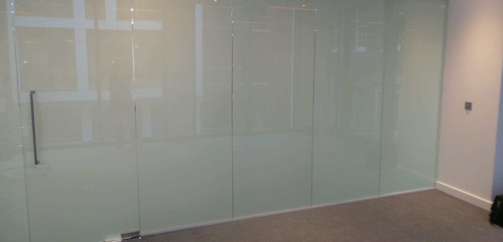 ELECTRIC GLASS PARTITION LONDON.jpg