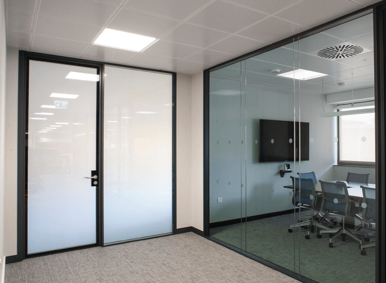 SWITCHABLE SMART GLASS - OFF