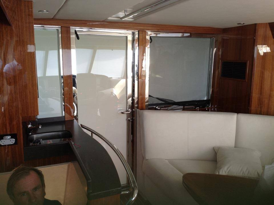 SWITCHABLE GLASS FILM IN YACHT OFF.jpg