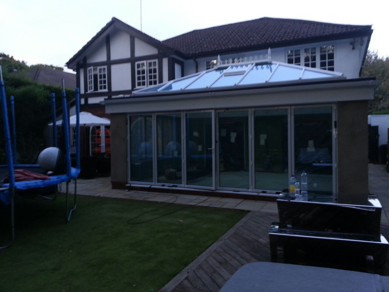 FOLDING DOORS WITH ELECTRIC PRIVACY GLASS - ON.jpg