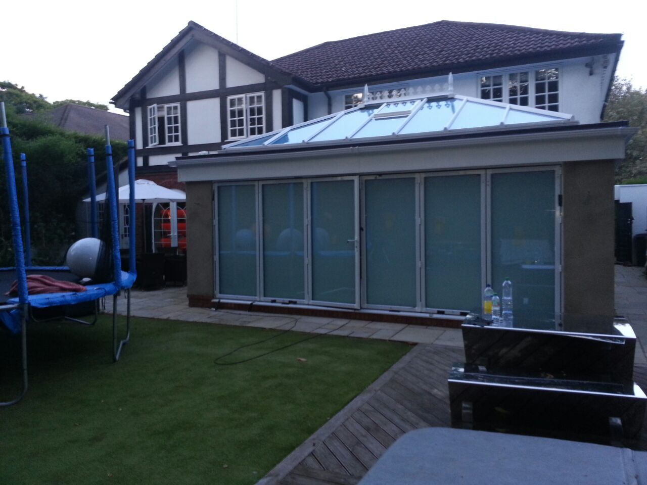 FOLDING DOORS WITH ELECTRIC PRIVACY GLASS - OFF.jpg