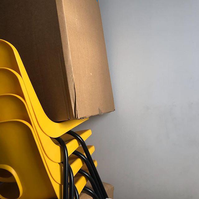 Nested curves. . #offdninspo #everydayinspo #noticethings #furnituredesign ##sunnysideup #productdesigners #robinday #classicfurniture #britishdesign