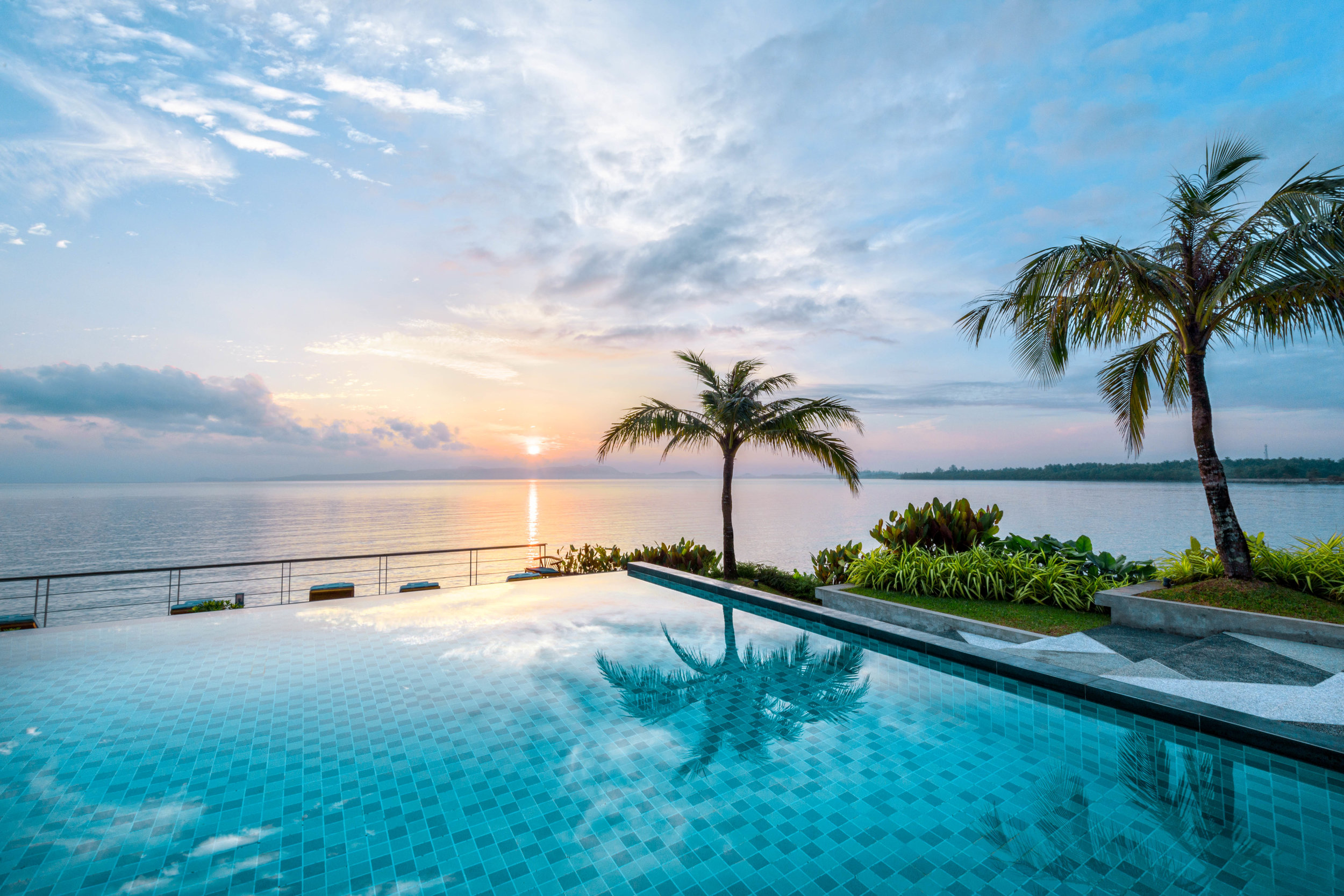 Sunrise from Overwater Pool Deck.jpg