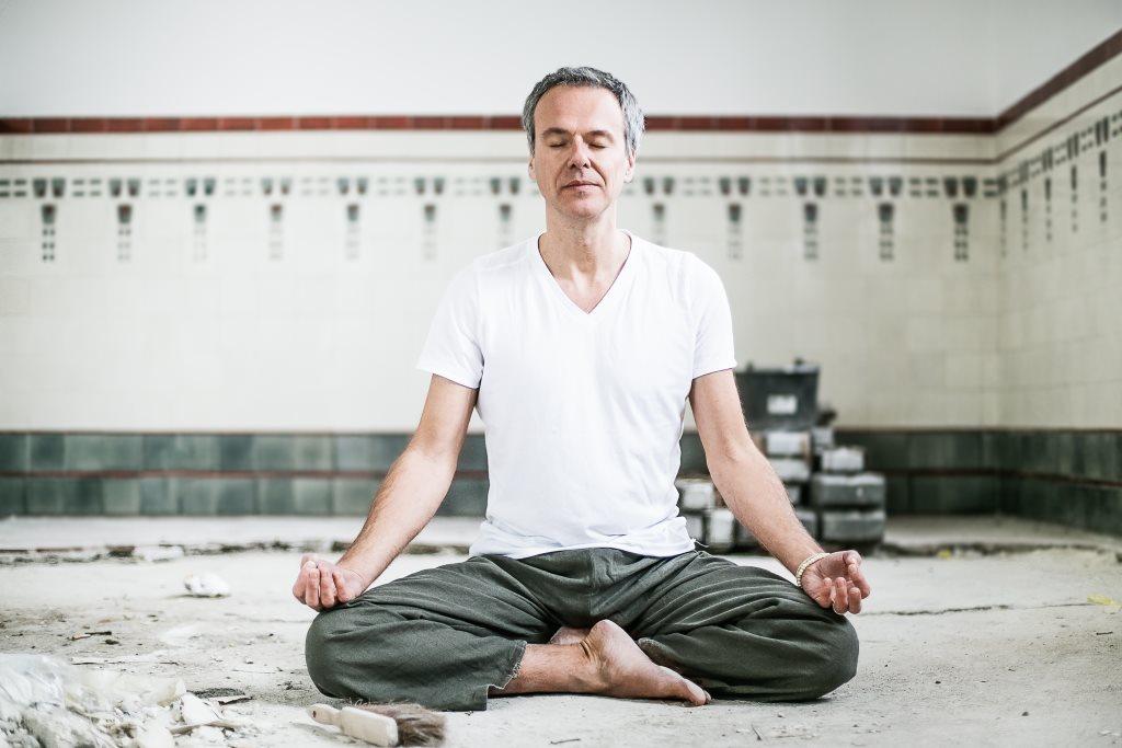 Stefan Geisse Achtsamkeit Meditation Stress Auszeit Yoga.jpg