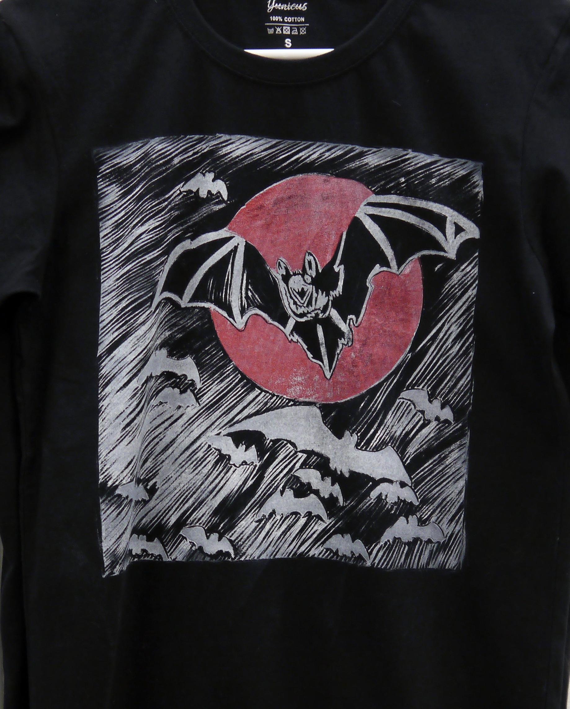 %28SOLD%29+Bats+in+flight+%28t-shirt%29+-+linocut+print+on+t-shirt+-+2018.jpg