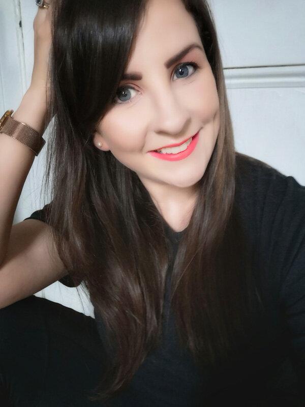 Emma-O'Leary_Headshot_page_sfw.jpg