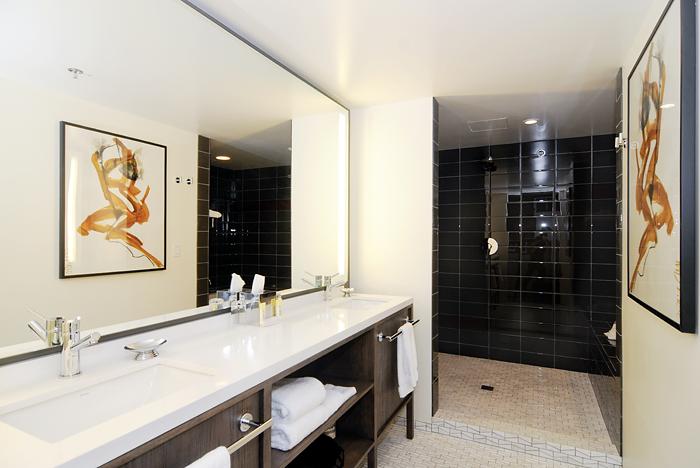 Badri Valian Hotel Eastlund Guest Room Artwork