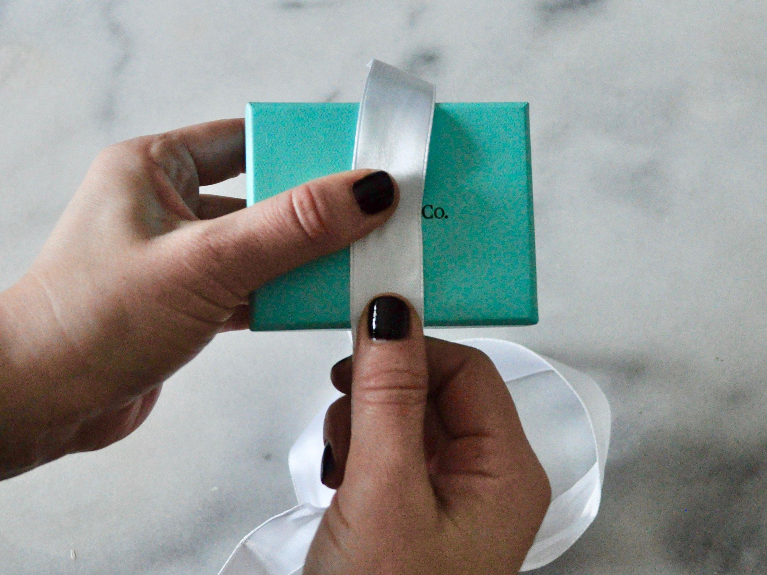 How to Tie a Tiffany Bow | @beesandbubbles