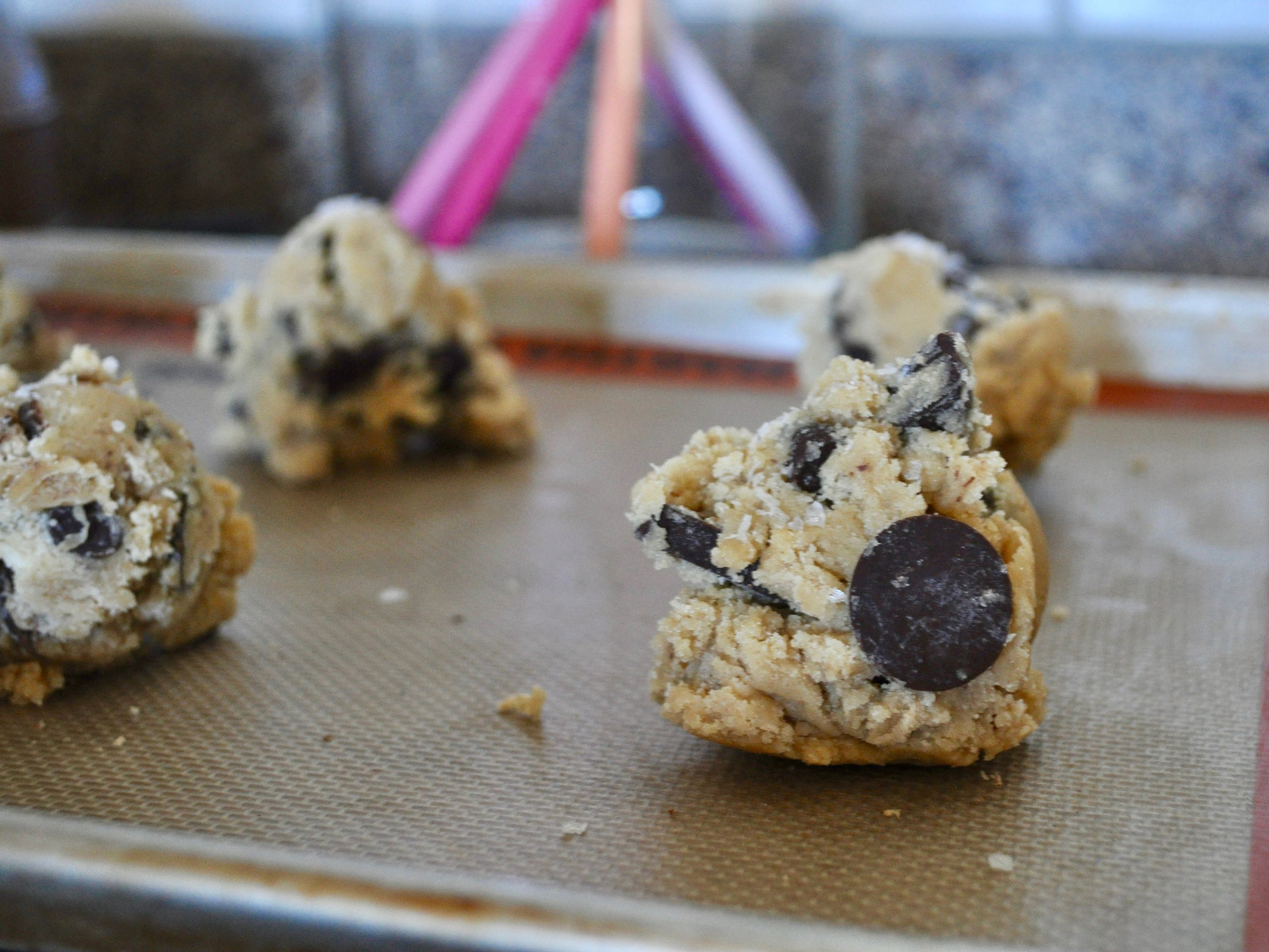 Jacques Torres Chocolate Chip Cookies | @beesandbubbles