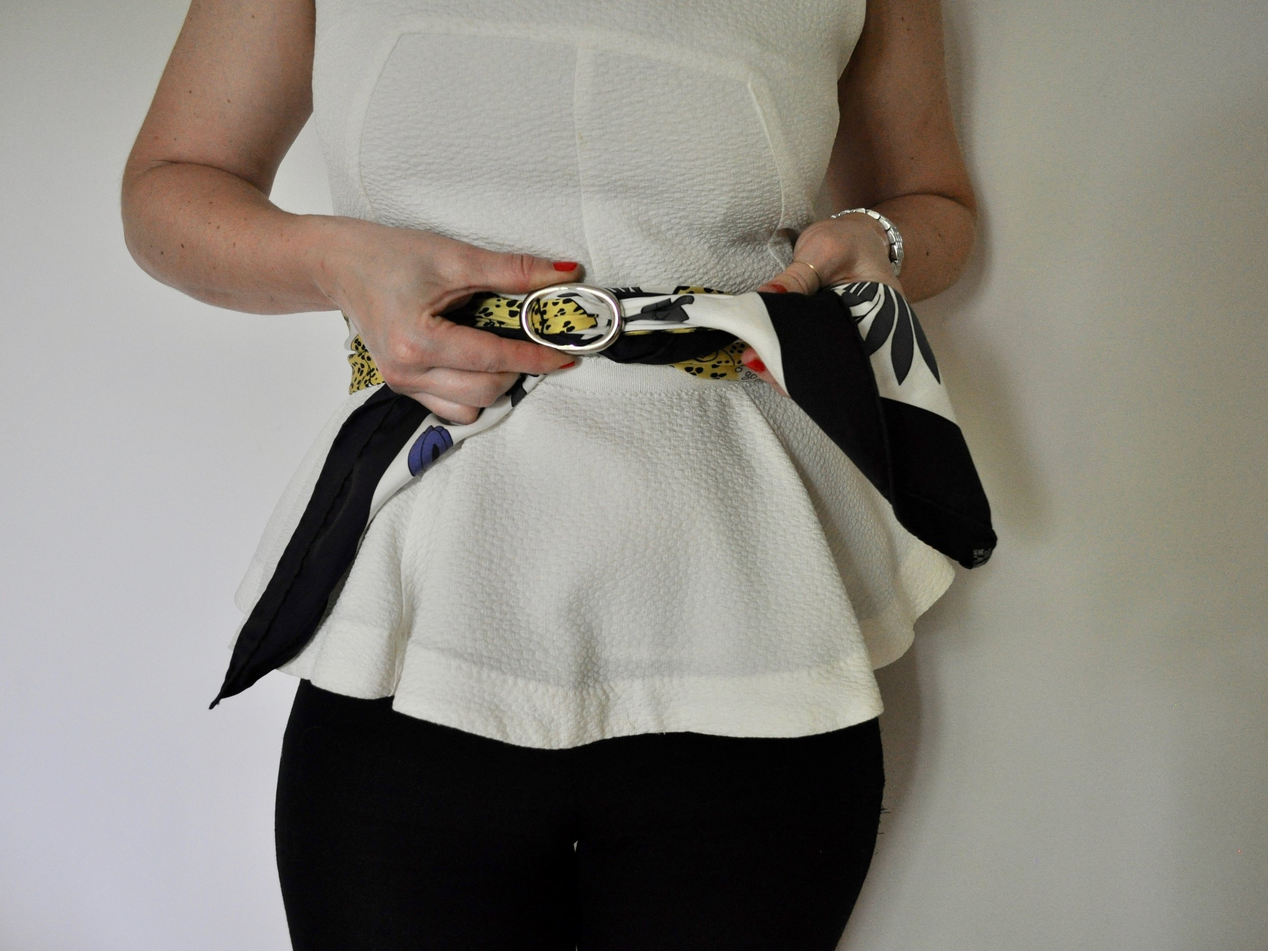 How to Tie a Scarf as a Belt   @beesandbubbles