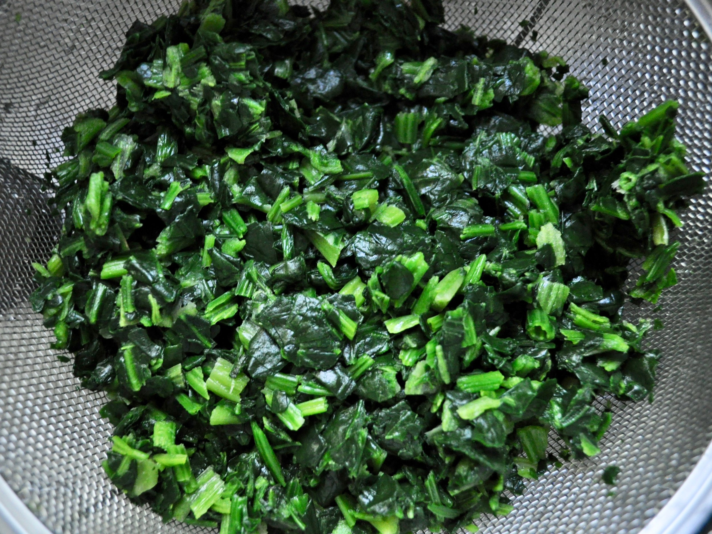 Draining spinach