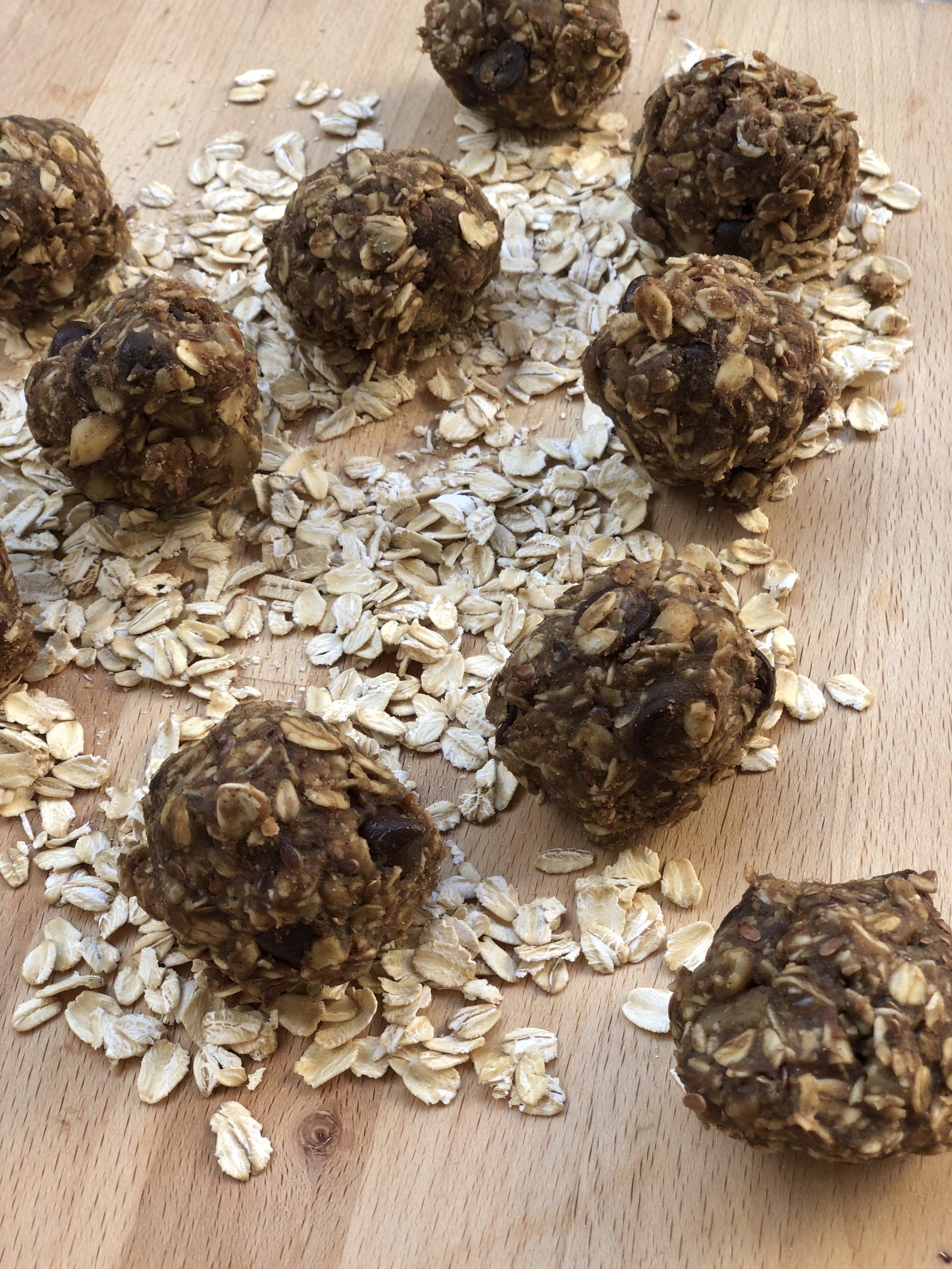 Peanut Butter Protein Bites   @beesandbubbles
