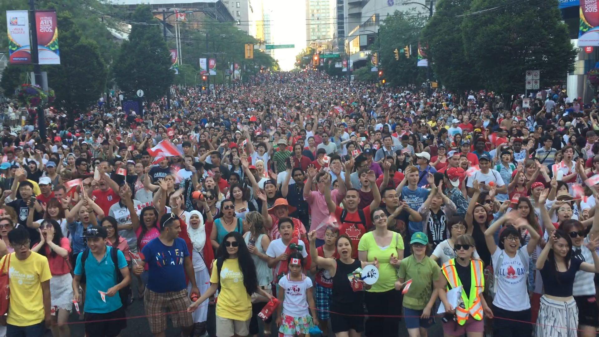 Canada Day 2015 Crowd.jpg