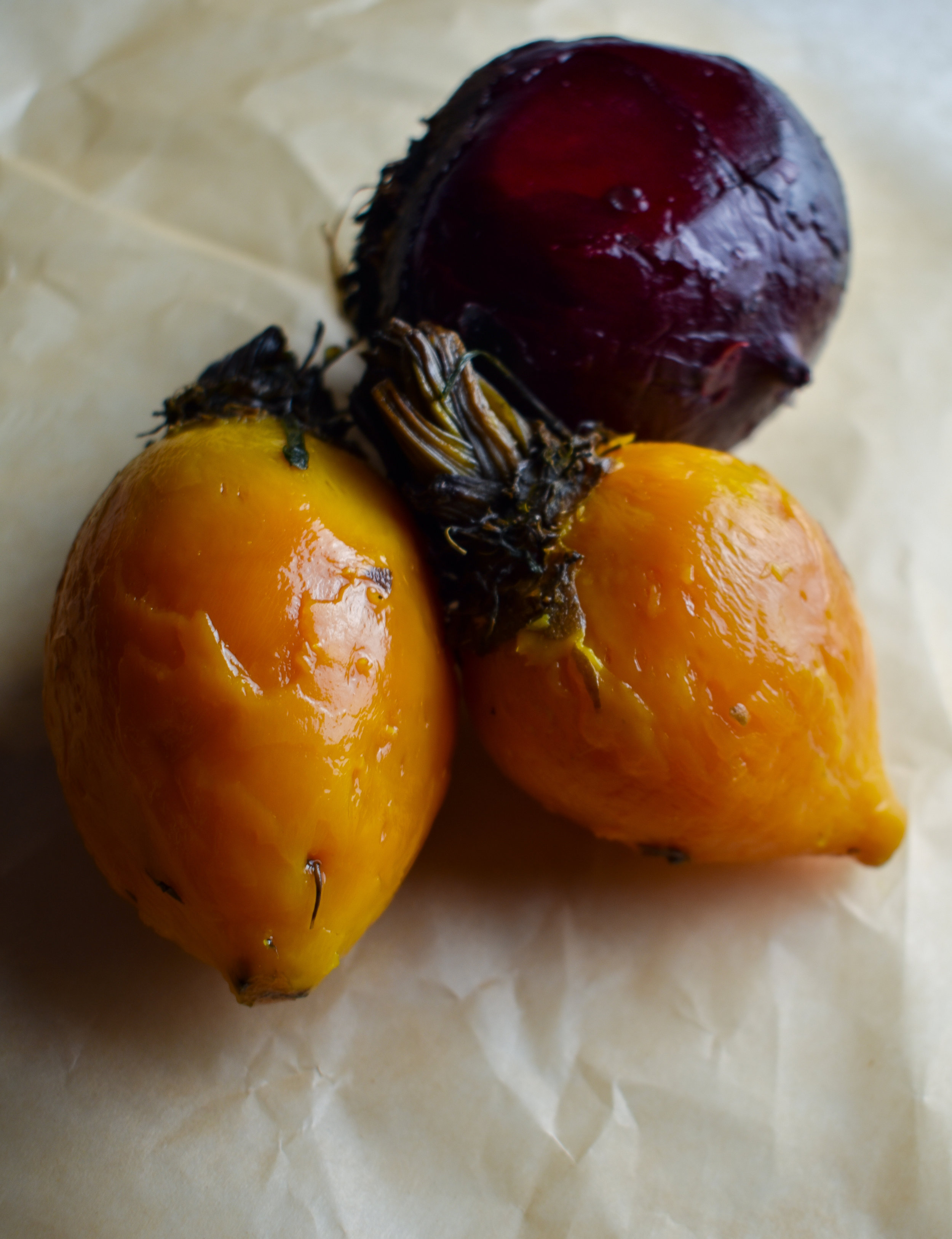 1. Wash beets, wrap in aluminum foil, bake at 425F for 60 minutes. Once its done baking, remove from oven and let cool for 5-10 minutes. Use a paper towel to peel off skin or peel with a peeler. Slice.