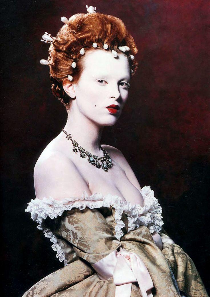 Karen Nelson as Elizabeth I 2000
