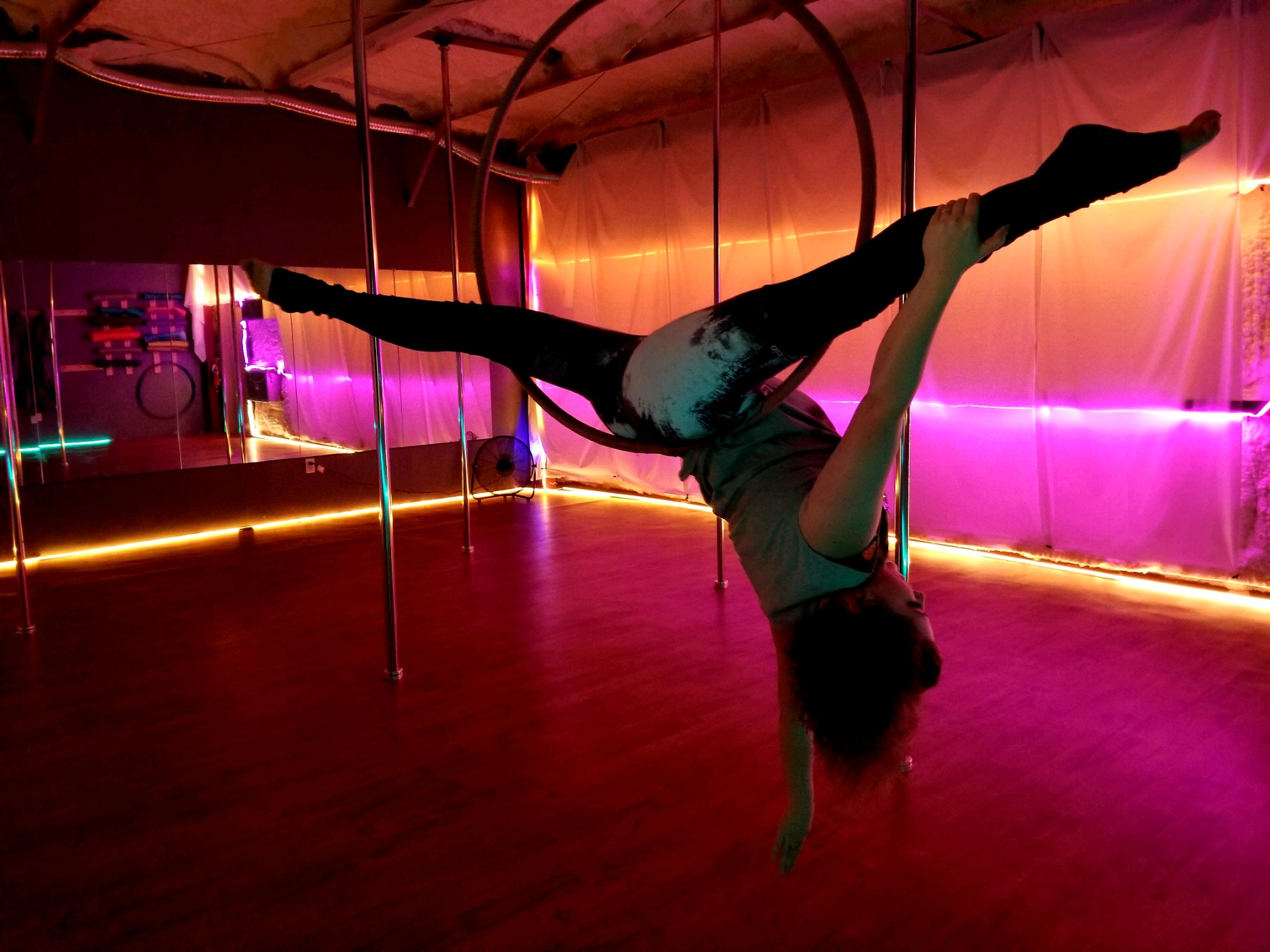 Meaghan Keel - AERIAL HOOP & HAMMOCKCIRQUEFIT LYRA CERTIFIED INSTRUCTOR 2018Meaghan did not discover aerial until she was 28 years old. She did not grow up playing sports or dancing so she regularly struggled with finding a workout she could stick to. After having her second child, she found aerial and instantly fell in love with the art. One of the reasons she loves aerial is because it makes you feel beautiful and feminine, which is something many women struggle with.