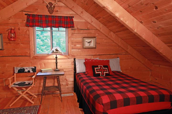 Alpine Bedroom #2 Full bed Upstairs.jpg