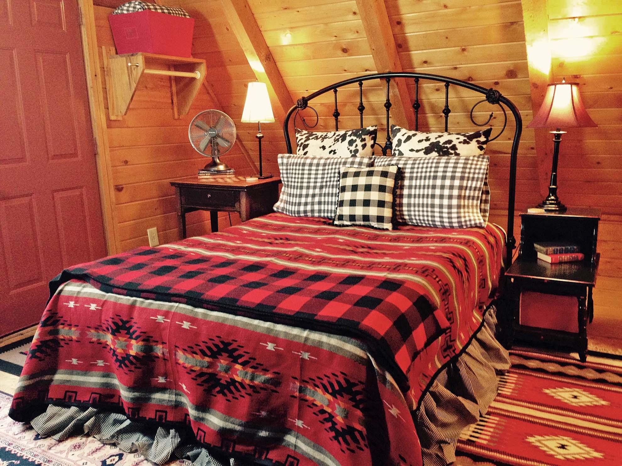 Acorn Queen Master Bed 2015.jpg