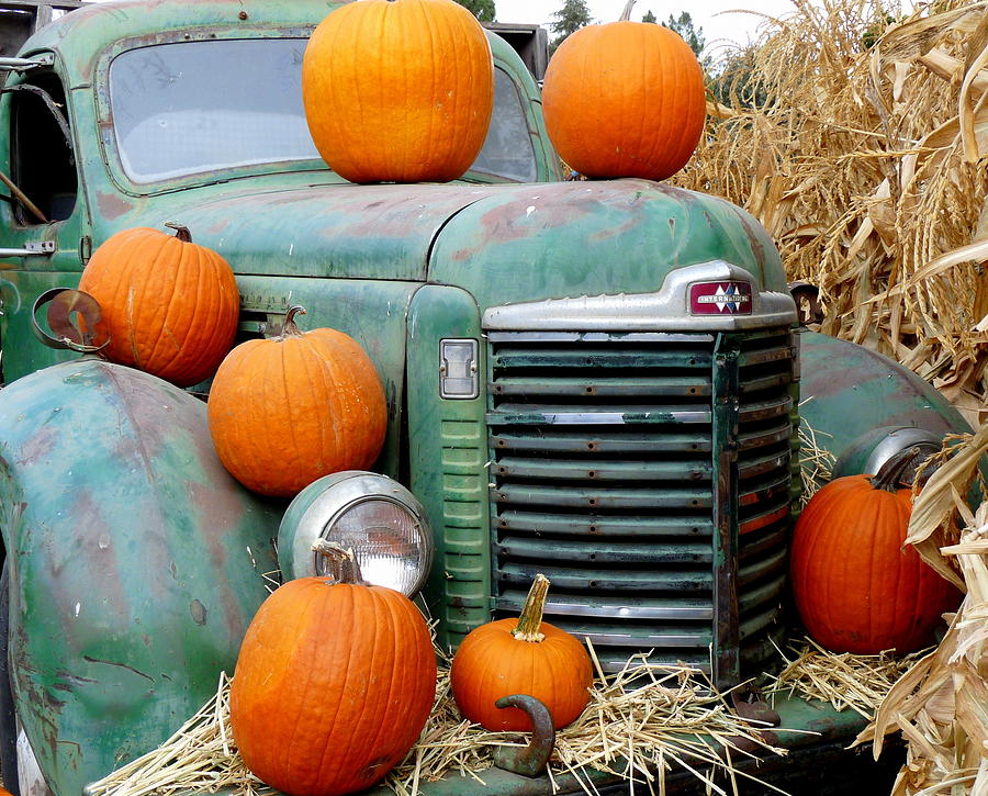 pumpkins-on-old-truck.jpg