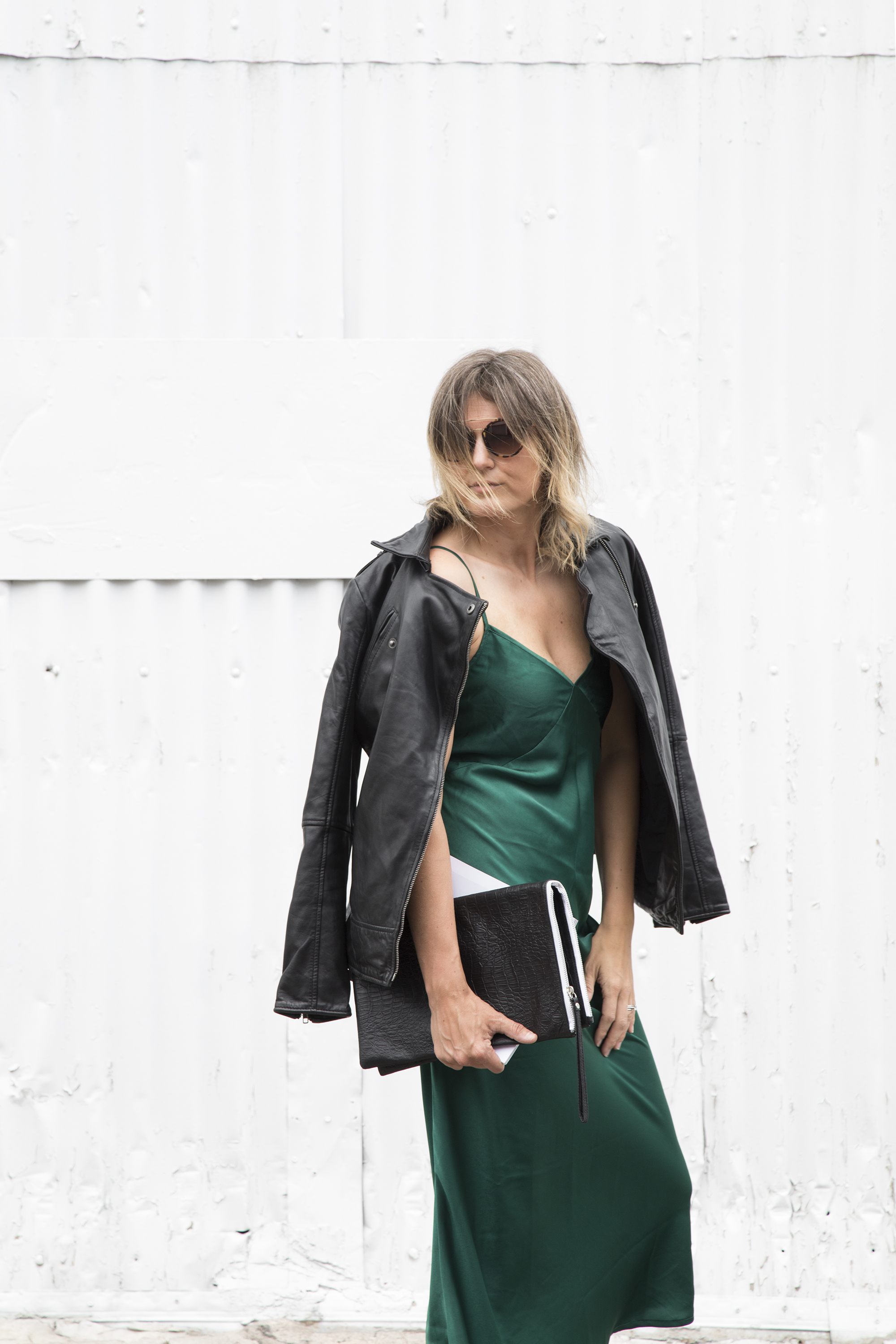 Sneakers_and_Soul_Green_Dress_02.jpg