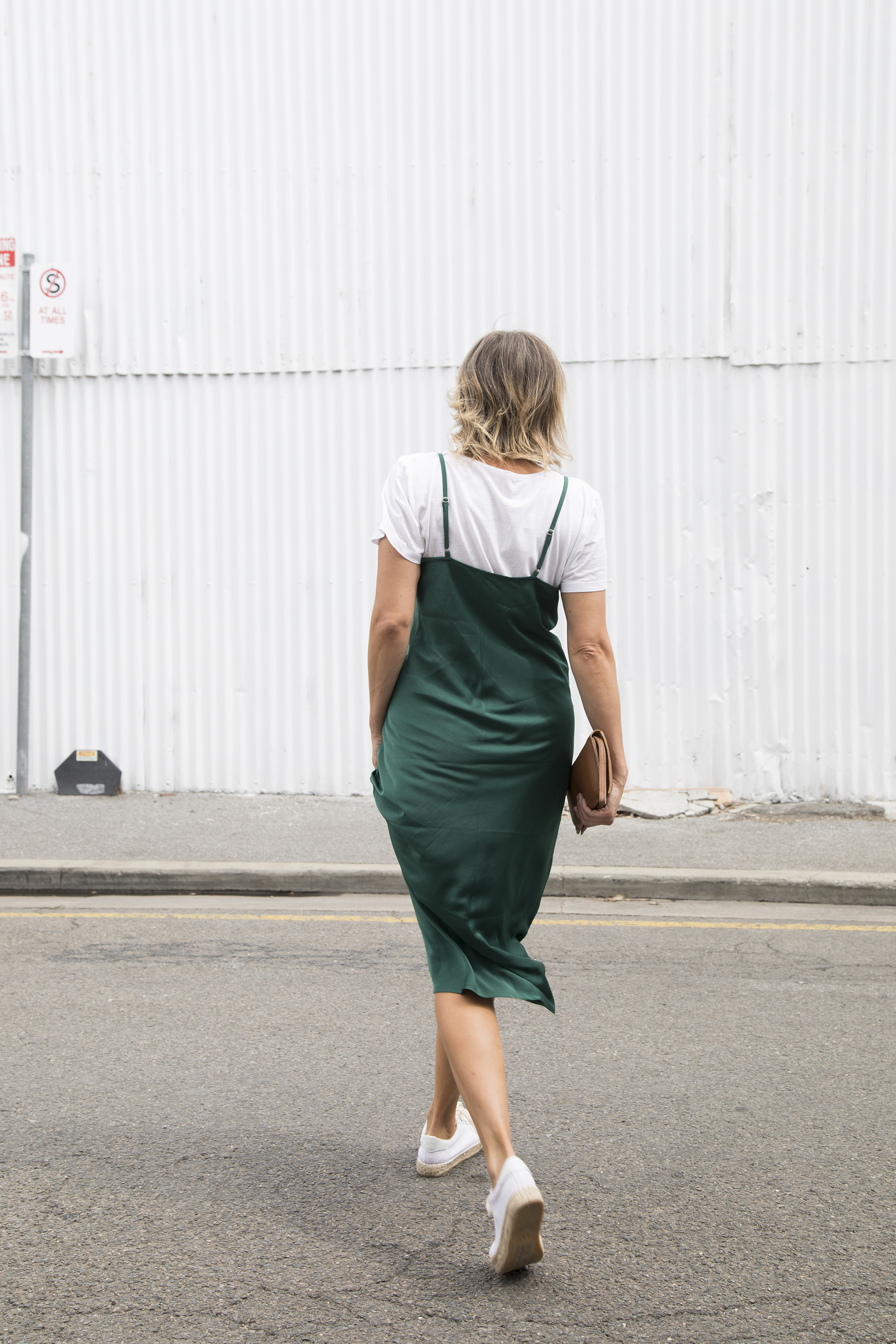 Sneakers_and_Soul_Green_Dress_01.jpg