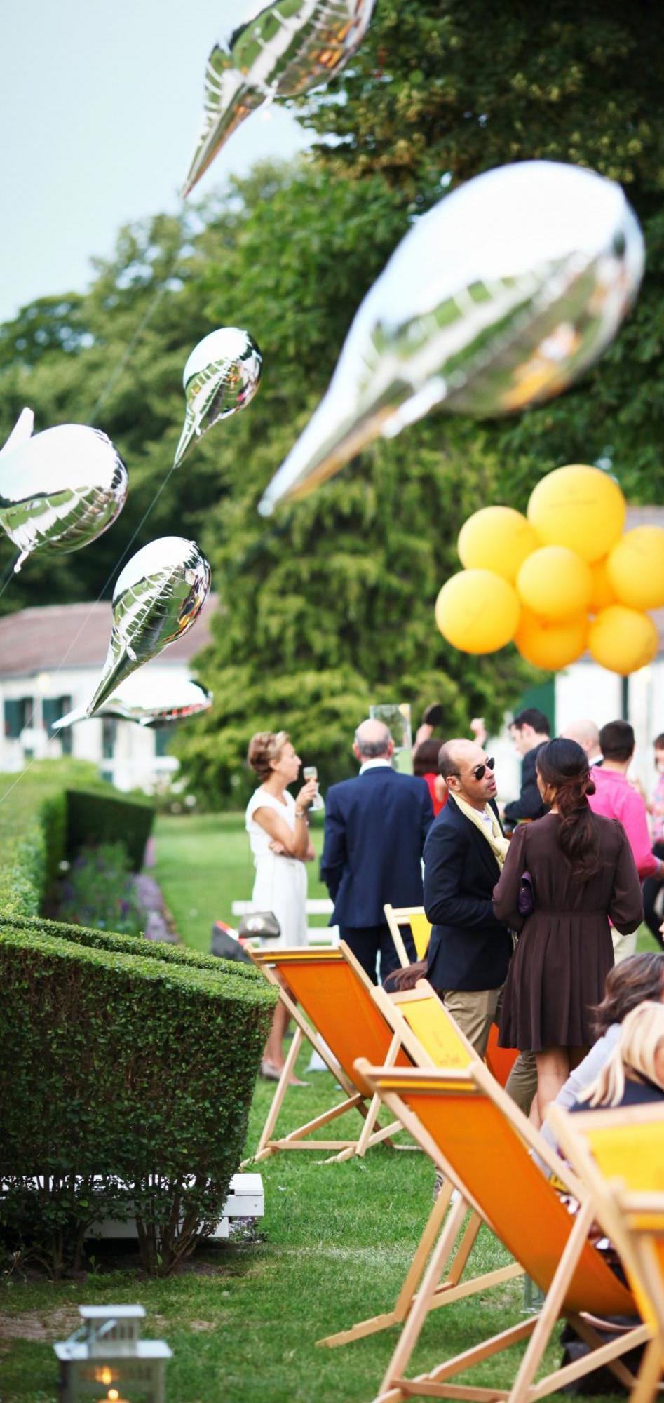 889781-lors-de-la-garden-party-veuve-clicquot-950x0-2.jpg