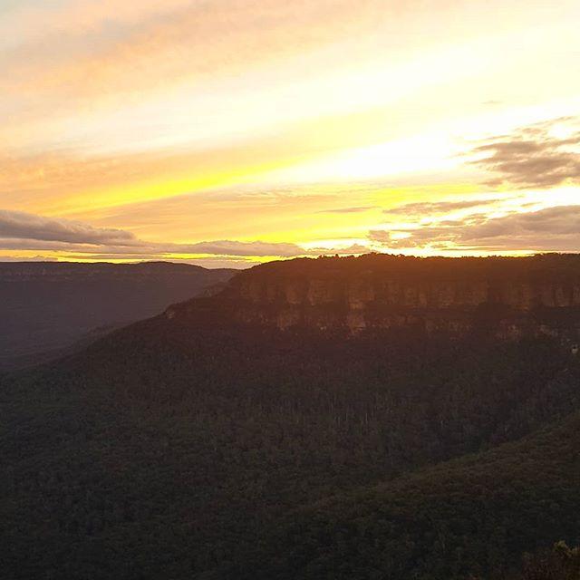 Sunset over the mountain ridge 🌞
