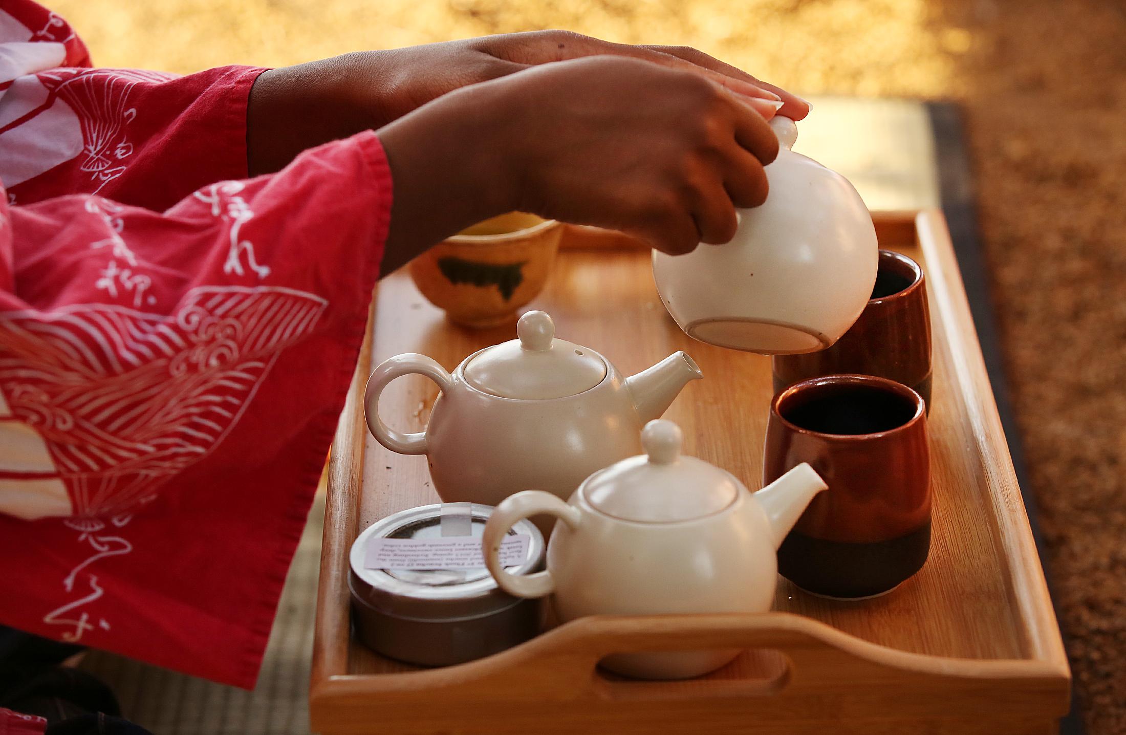 04_Teahouse_tea service_LAT.JPG
