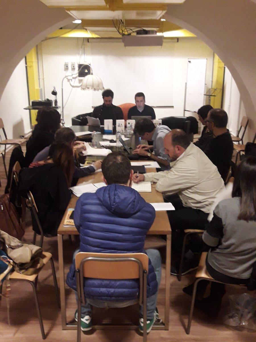 Gli editor di Racconti Edizioni discutono gli elaborati degli allievi
