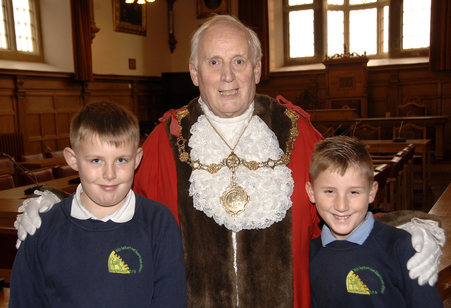 Jack Mealor, left, with his pal Charlie Wright and the mayor in the town hall (to order photos ring 353597)