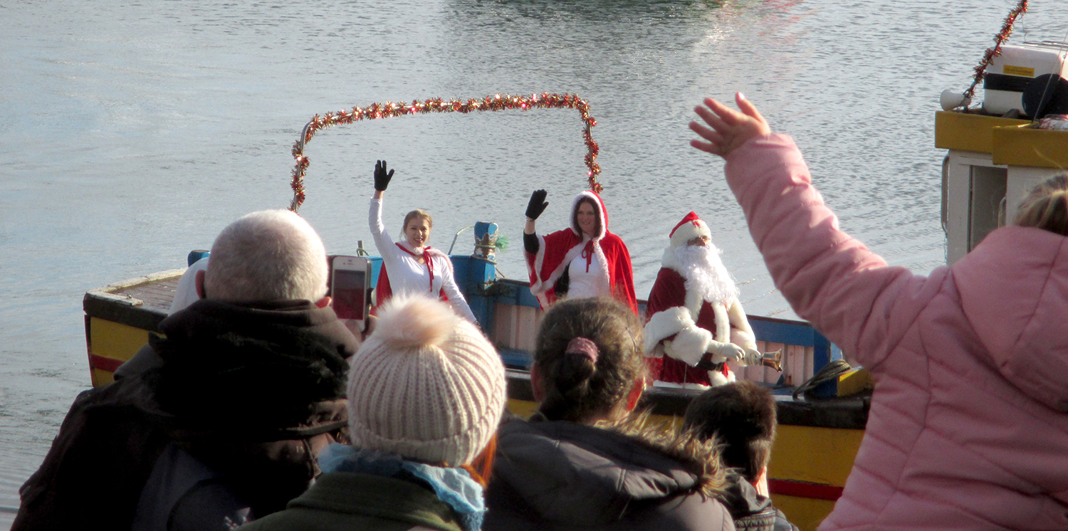The Boyes Santa arrives at the harbour