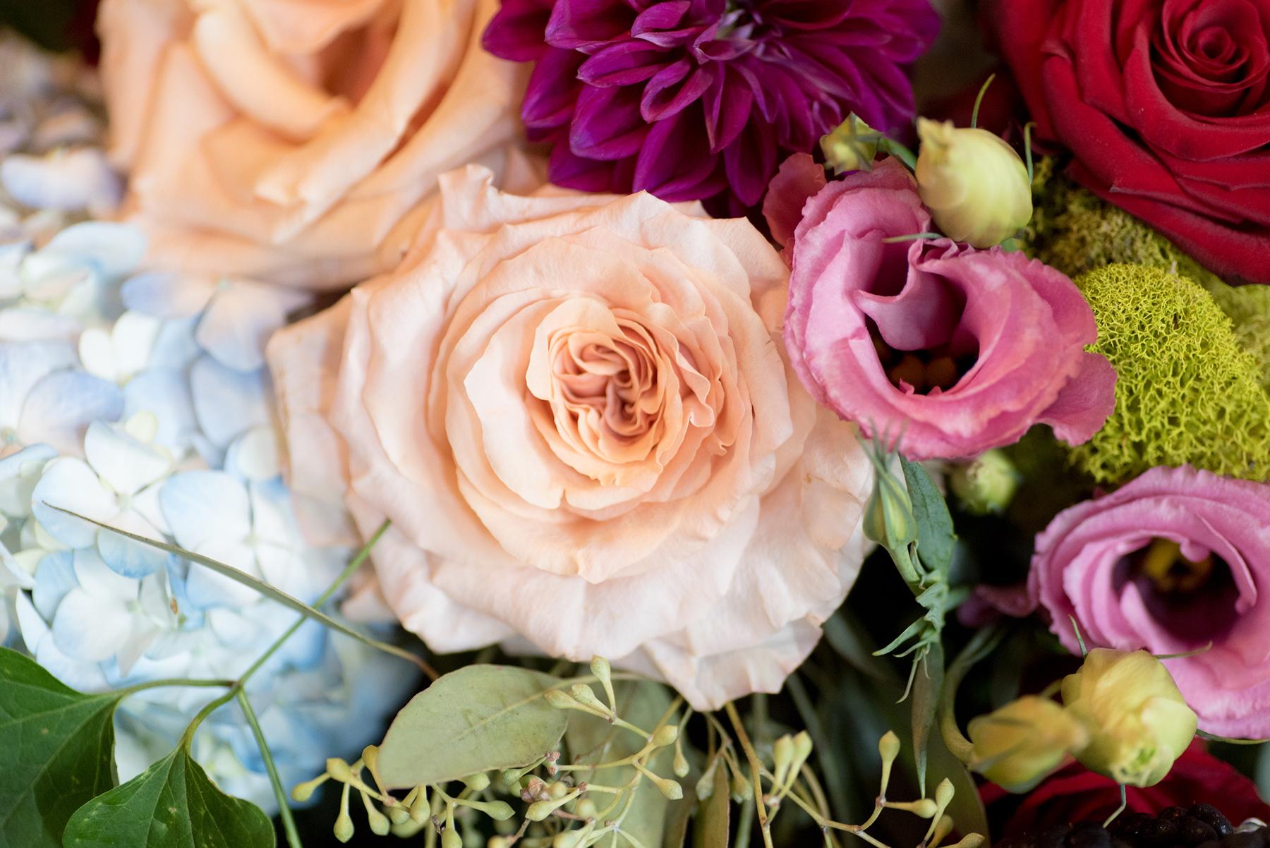 event-design-table-setting-detail-moss-dalias-hydrangias-roses-fall-theme.jpg