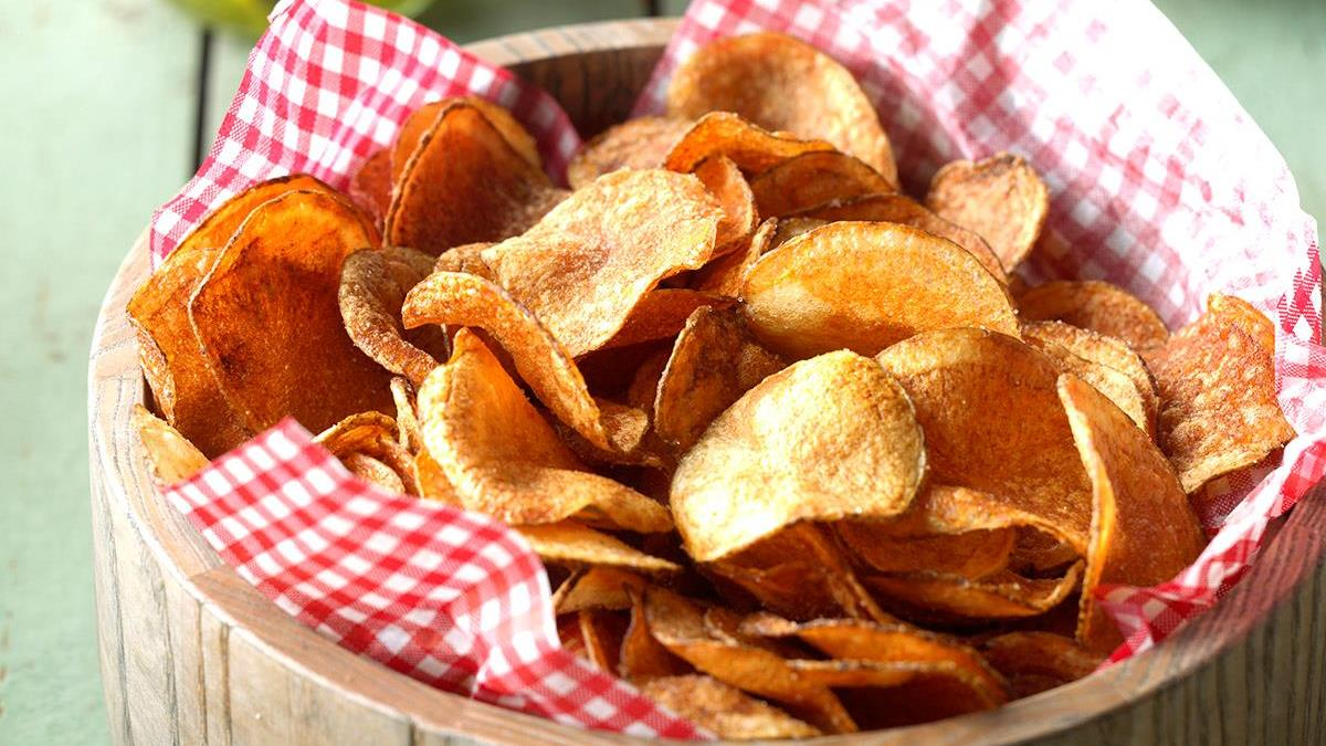 Homemade-Potato-Chips_EXPS_WRSM17_39614_C03_22_1b.jpg
