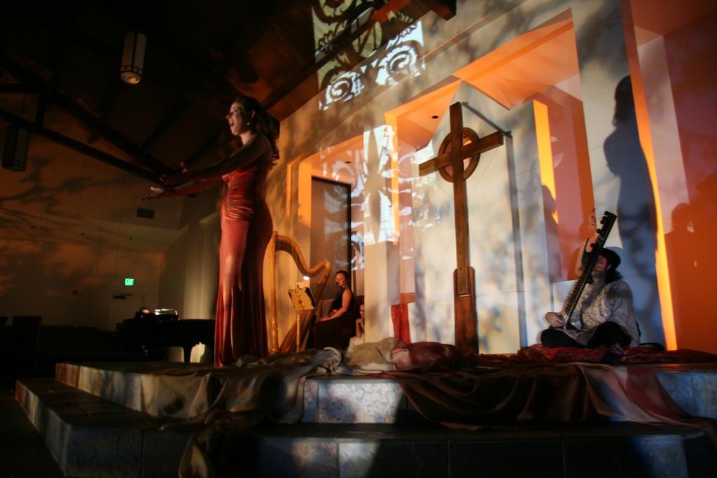 Autumn Spectre. Misha Penton, soprano, concept, director; with singers: Alison Greene, Michael Walsh, Lisa Borik. Dancer, Toni Valle. Piano, Stephen W. Jones. Photo: D. Nickerson.