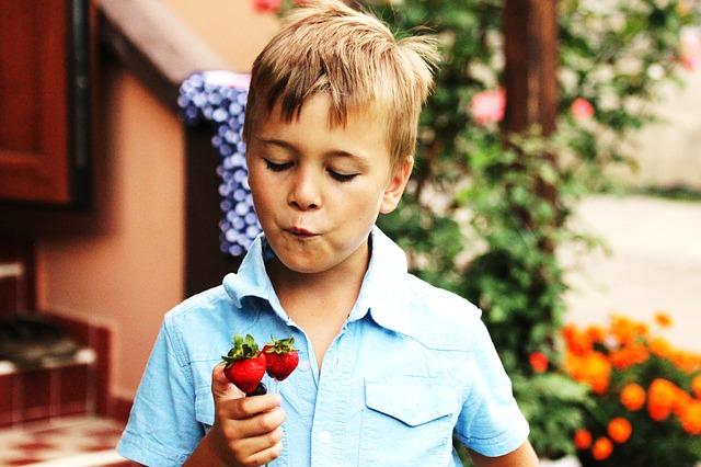 kids growing plants.jpg