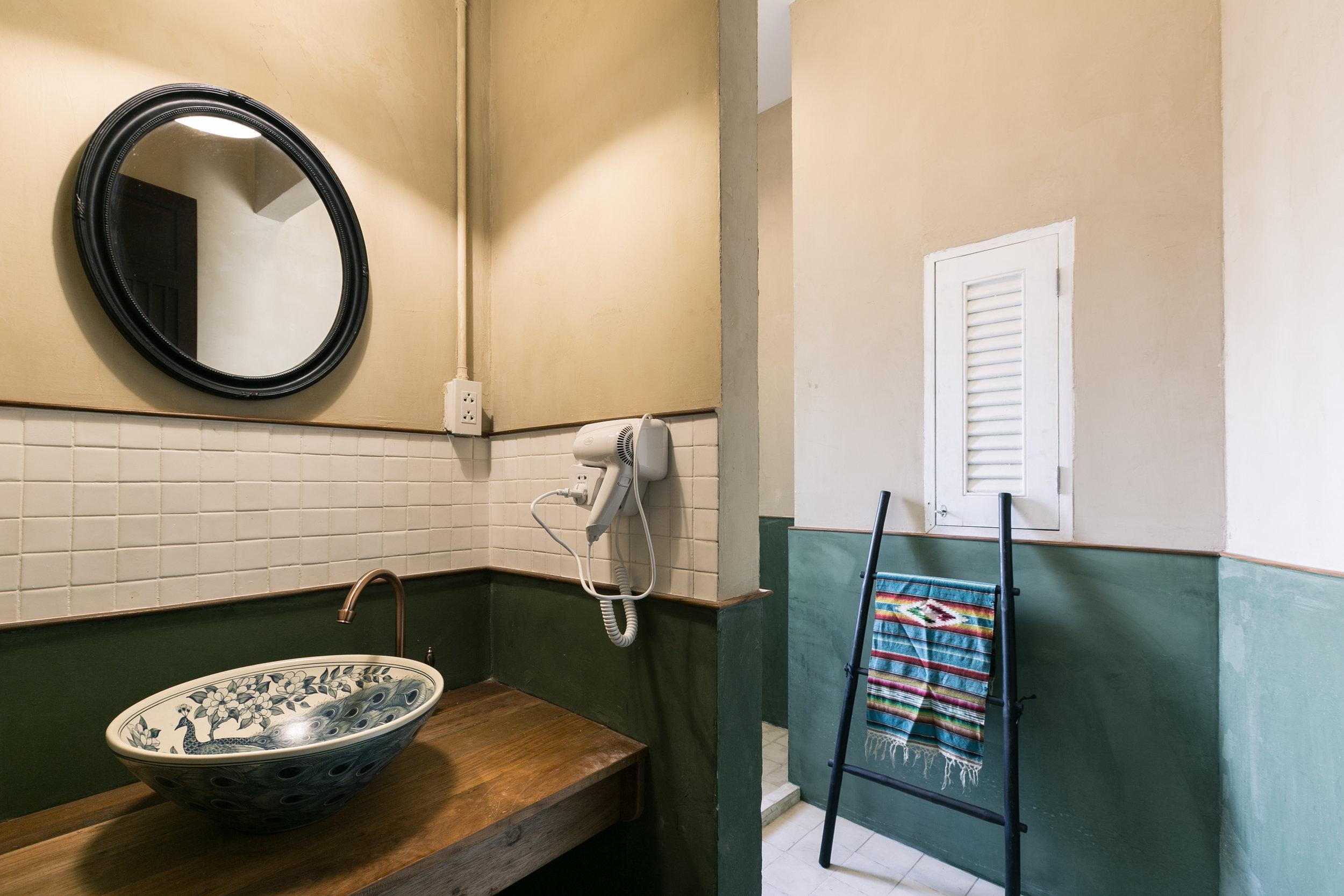 Bathroom small room.jpg