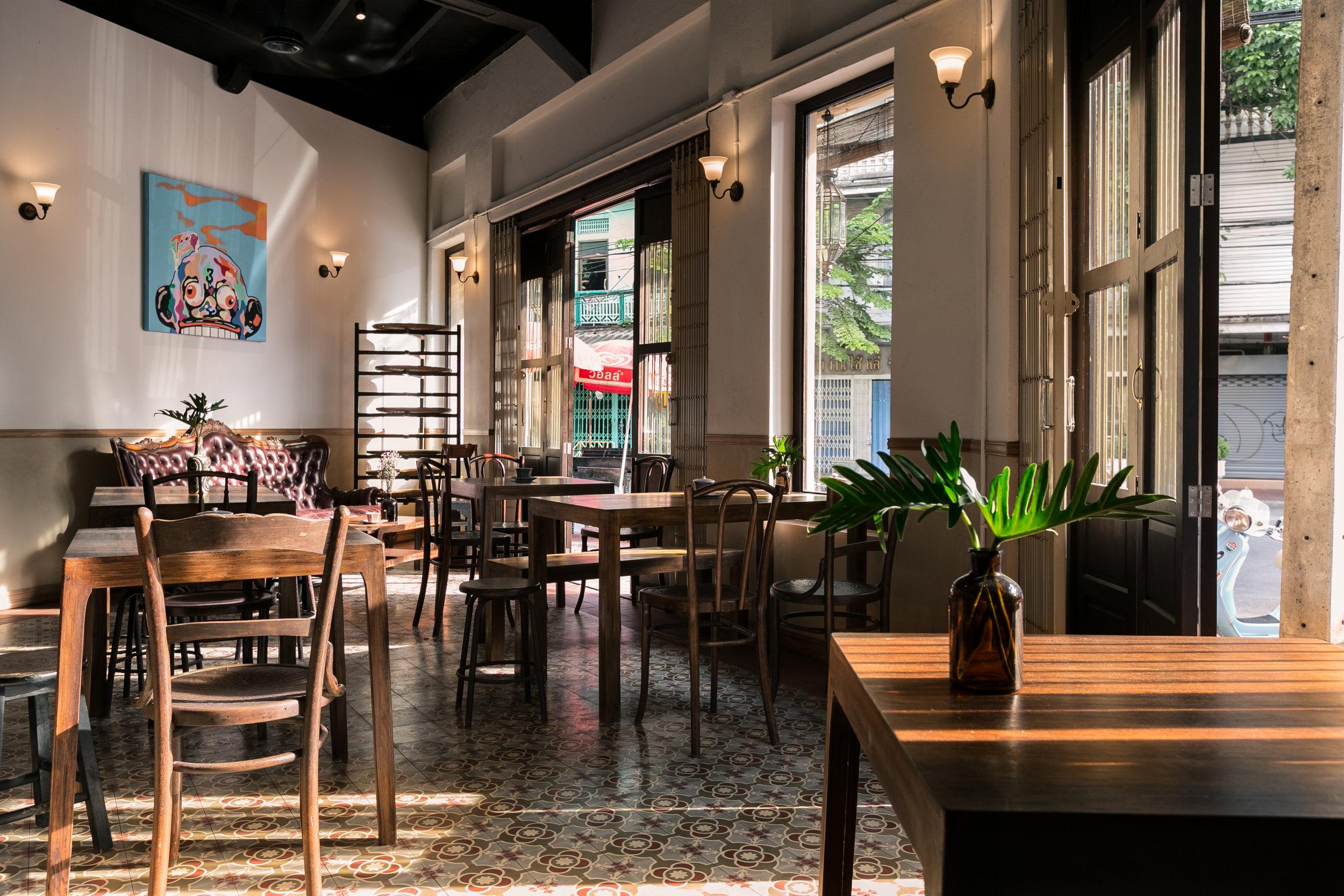 Cafe towards Rama IV.jpg