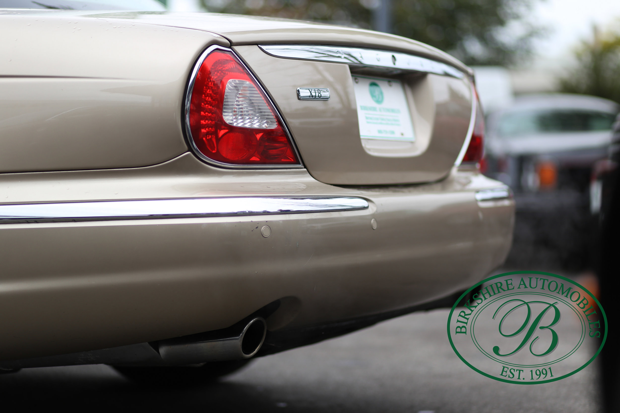 Birkshire Automobiles Jaguar XJ8-10.jpg
