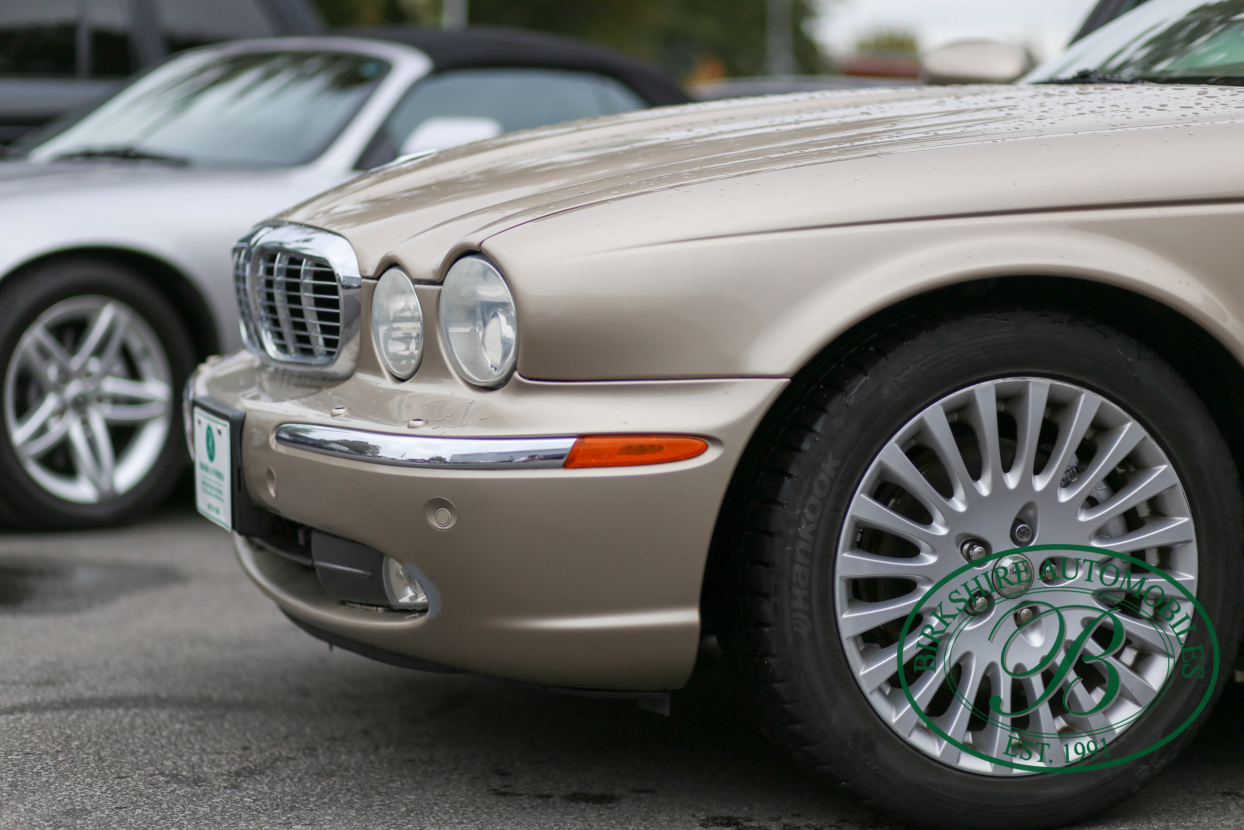 Birkshire Automobiles Jaguar XJ8-11.jpg