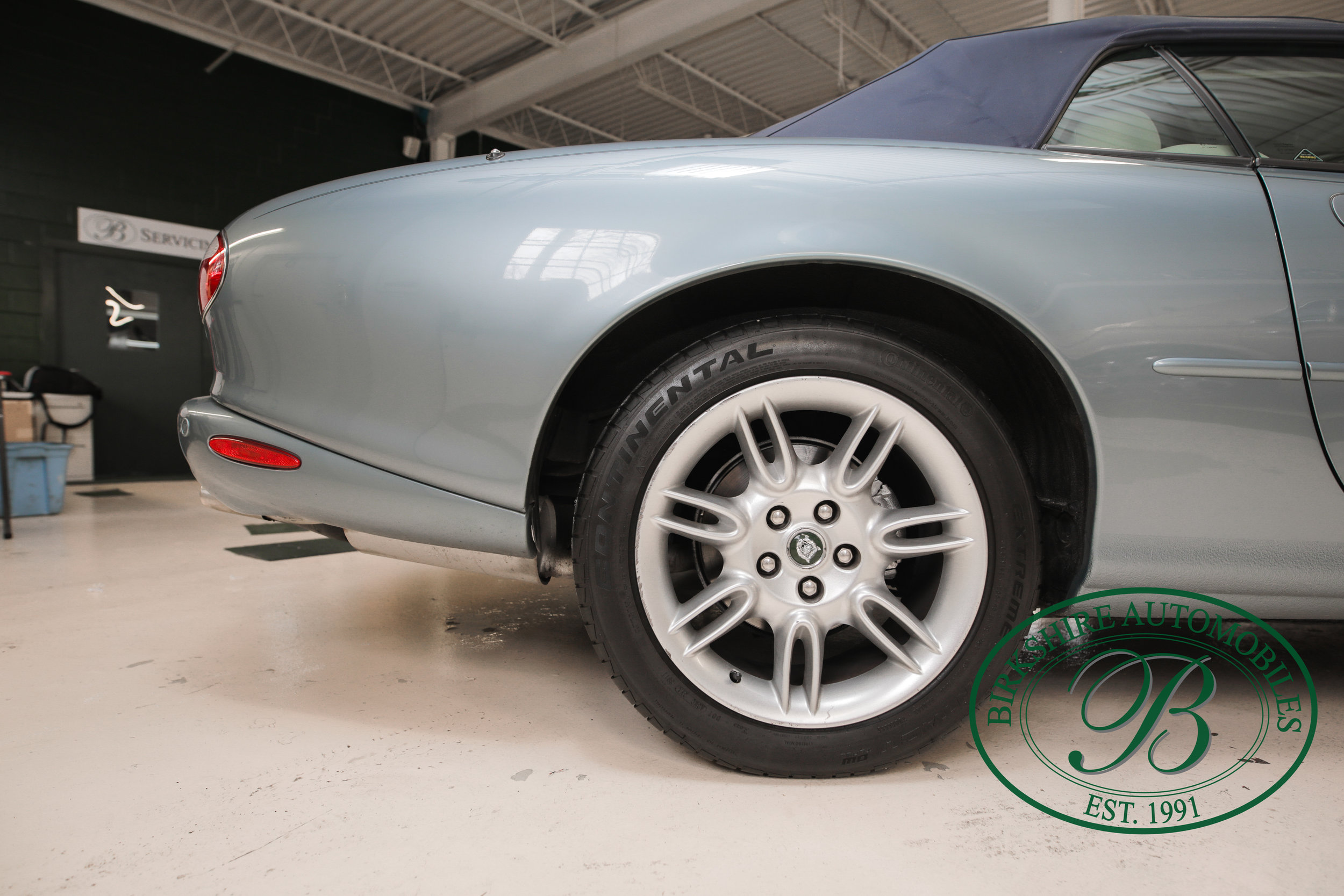 Birkshire 2002 Jaguar XK Convertible-7.jpg