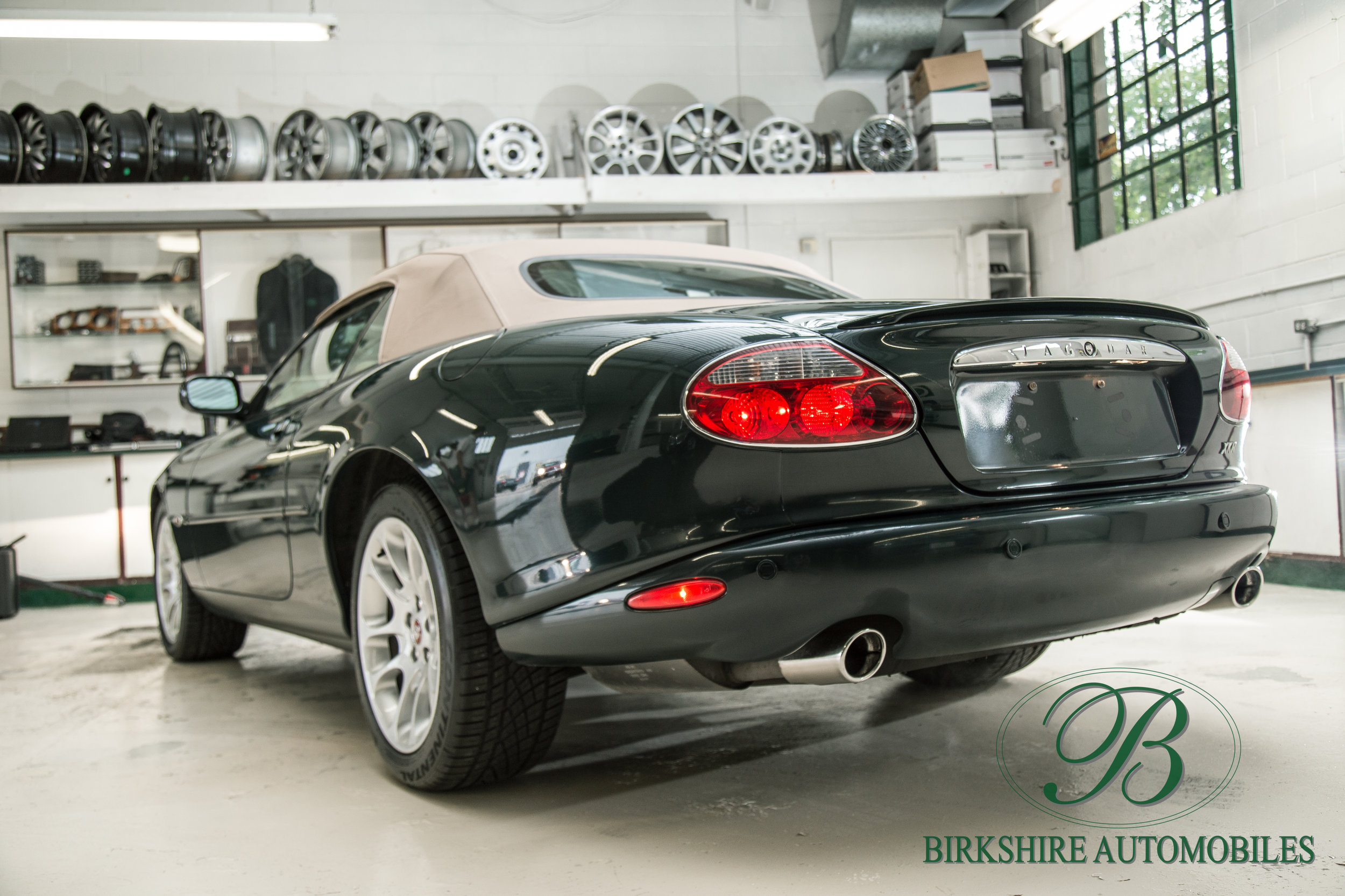 Birkshire Automobiles-2001 Jaguar XKR Convertible (7).jpg